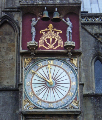 Wells_cathedral_north_clock_(cropped)